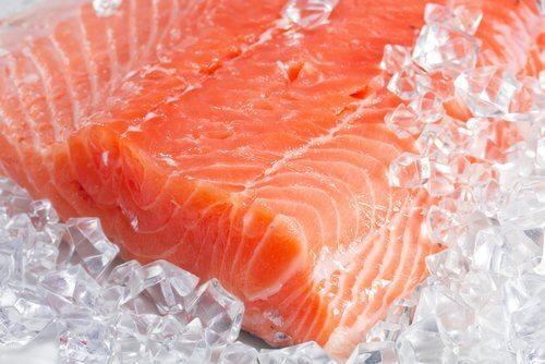 El salmón es uno de los alimentos contra la inflamación.