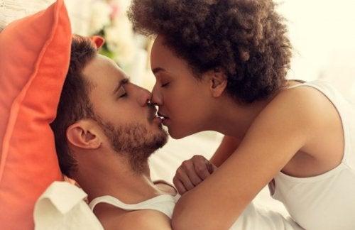 En el sexo, hay que dedicar suficiente tiempo a los preliminares.