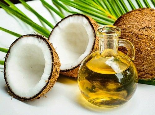 Cuidado bucal con aceite de coco: ¿es eficaz?