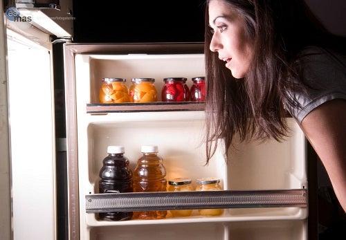 ¿Qué alimentos hay que evitar comer por la noche?