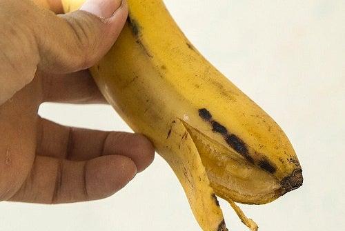 ¿Blanquear nuestros dientes con cáscara de plátano?