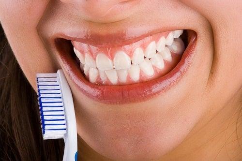 Alimentos que nos ayudan a tener unos dientes fuertes y sanos