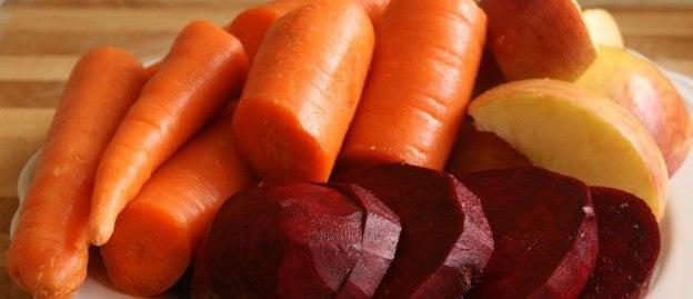Licuado de remolacha, zanahoria y manzana. (Ingredientes)