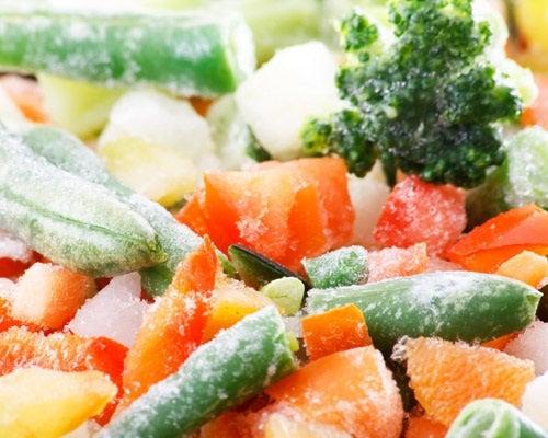 Verduras congeladas en un supermercado