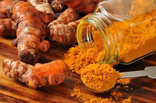 Raíz y polvo de cúrcuma: Remedios para la dermatitis seborreica