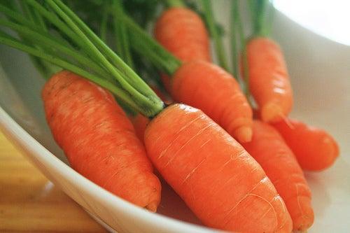 Para una salud bucal debe estar incluido en nuestra dieta el consumo de frutas y verduras, como la zanahoria