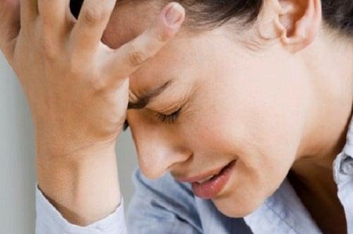 Elimina de manera natural los dolores de cabeza con estos remedios