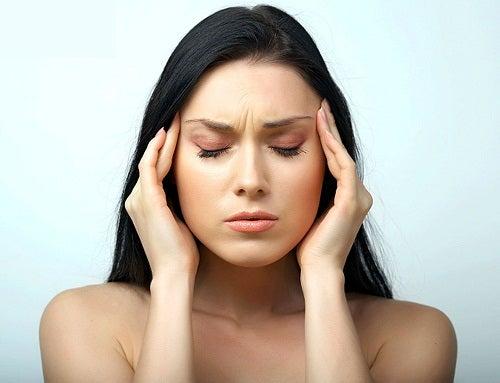mujer que sufre estrés crónico