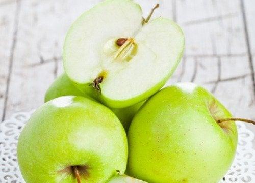 """""""Una manzana al día mantiene al médico en la lejanía"""", dice el refrán."""