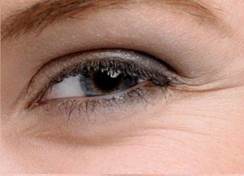 4 cremas caseras para el contorno de los ojos