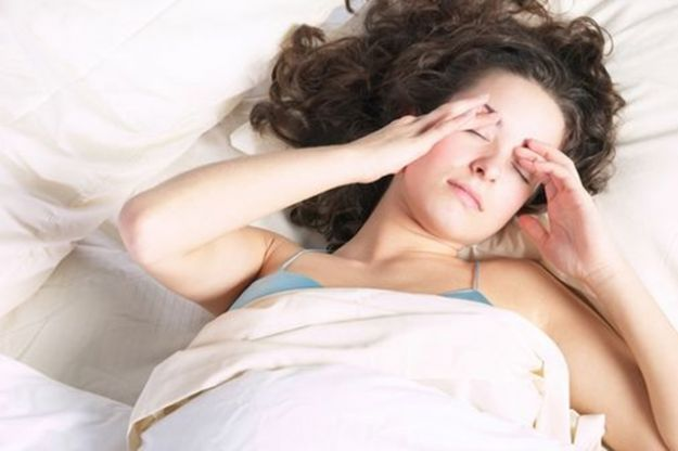Dolor de cabeza al despertar.