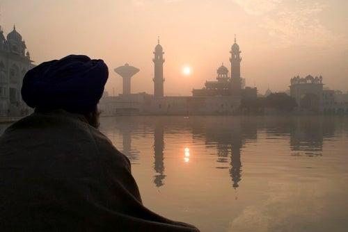 Cuando pensamos en meditar, India nos viene automáticamente a la mente.