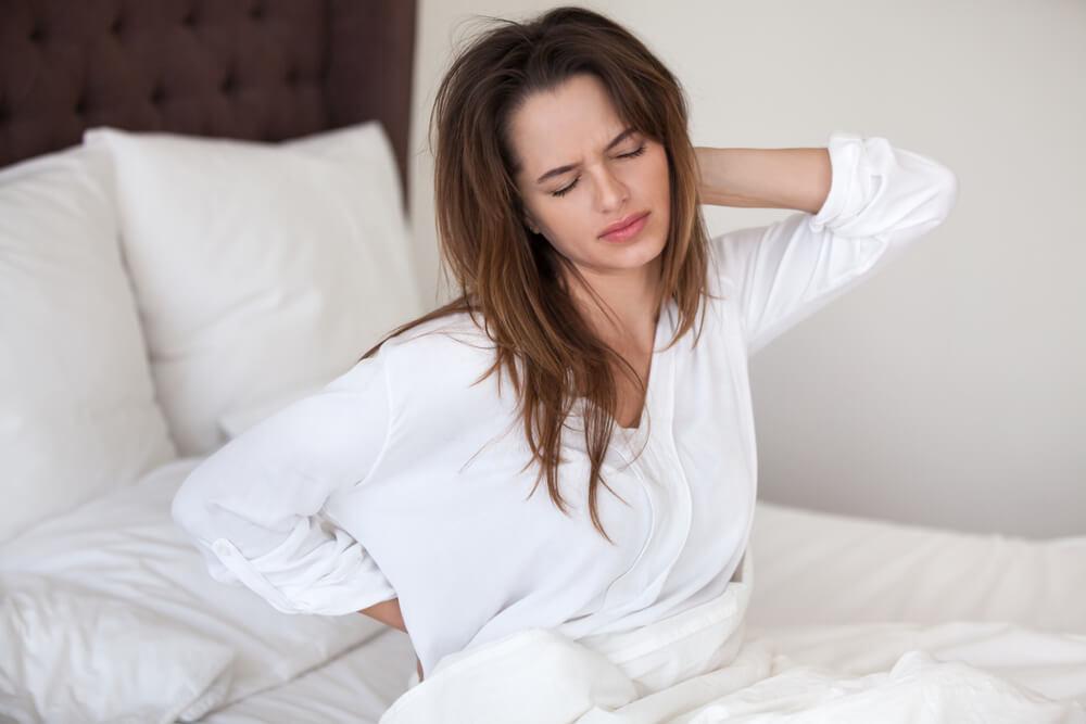 Mujer que ha dormido mal