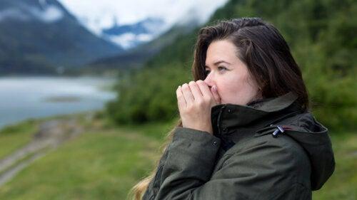Manos frías: posibles causas que debes conocer