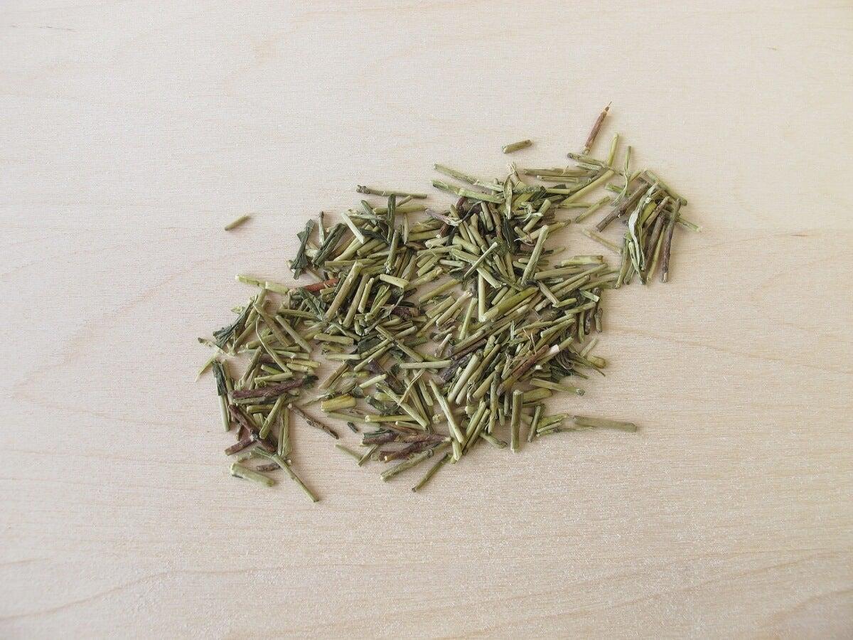 Ramas de kukicha o té de tres años.