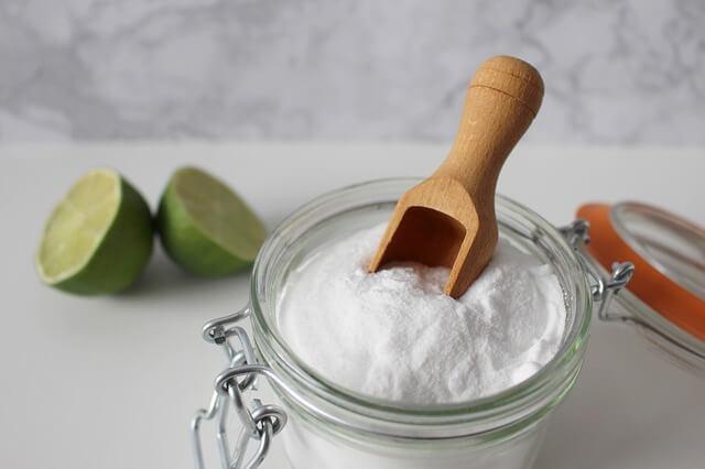 El agua alcalina puede llevar bicarbonato de sodio.