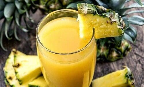 Zumo de naranja y piña: ideal para combatir las agujetas