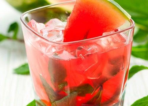 4 bebidas naturales y ligeras que te ayudan a adelgazar