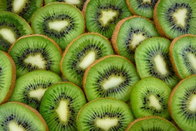 Beneficios secretos que no sabías sobre el kiwi