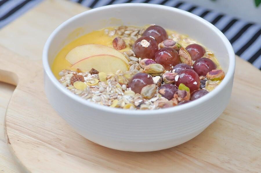 Desayuno con avena y uvas