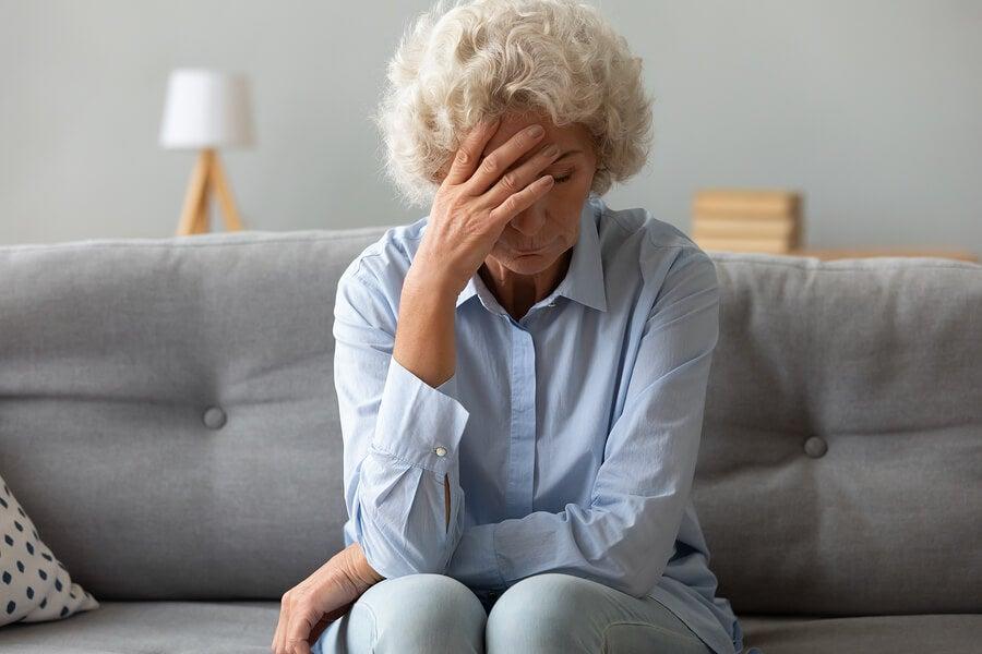 Mujer mayor con fatiga.