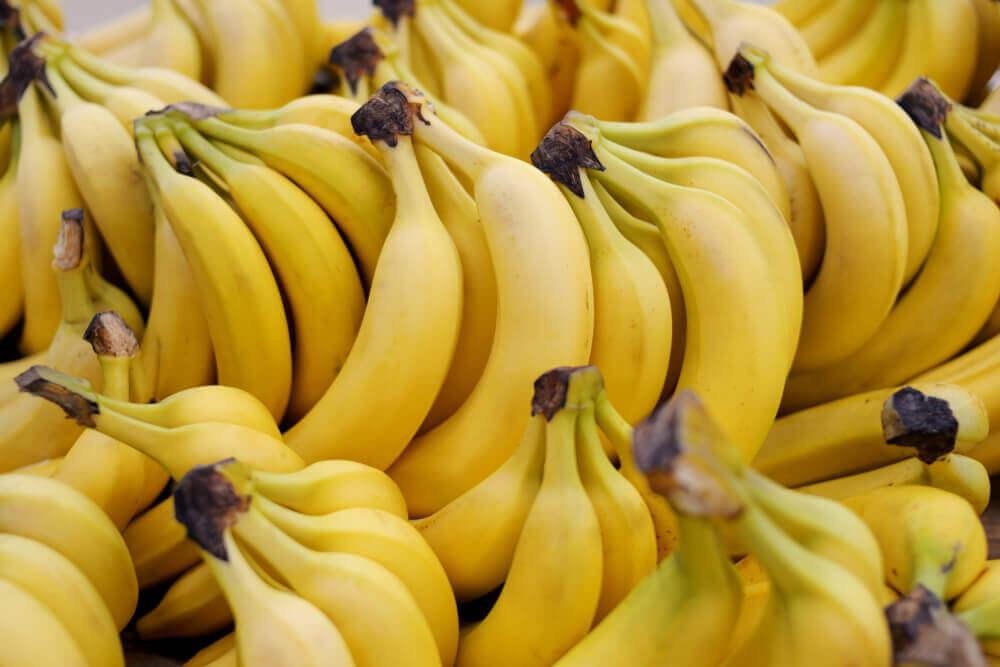 Plátanos o bananas amarillas.