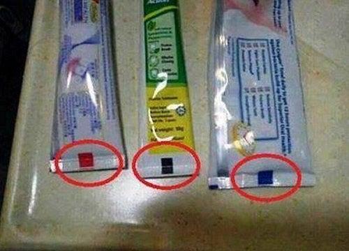 ¿Qué indica la marca de color en el tubo de dentífrico?
