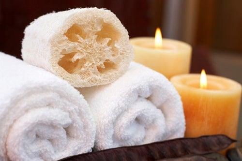 Las esponjas pueden dañar nuestra piel al tomar un baño