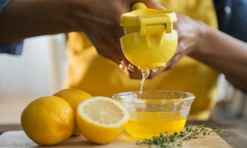 Limón y miel para prevenir los ronquidos