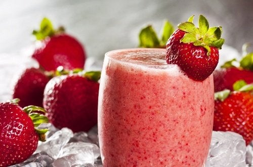 Granizado de fresa y fresas.