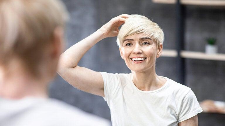 Cómo rejuvenecer con un corte de pelo y su adecuado cuidado