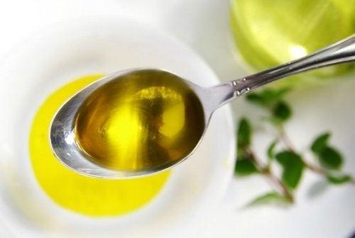 """El aceite de oliva es """"oro líquido"""" muy beneficioso para la salud."""