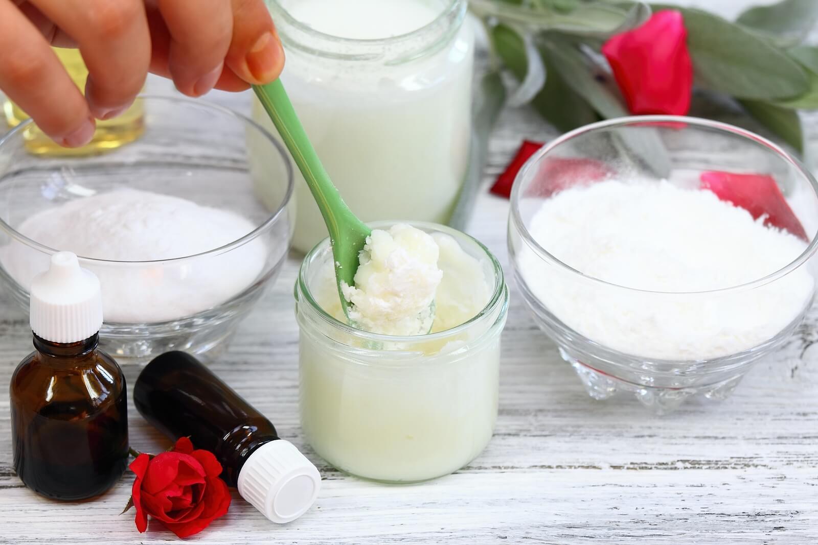 Ingredientes para los desodorantes caseros a base de coco.
