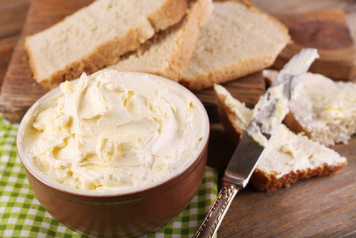 Disfruta de la mantequilla casera con moderación