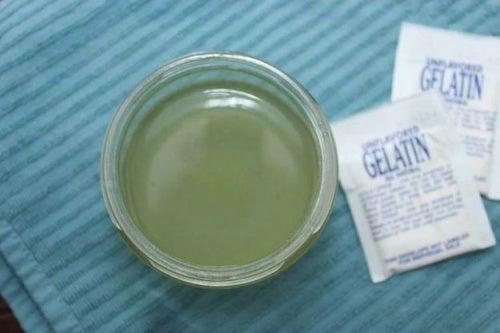 Gelatina sin sabor para elaborar tira adhesiva para remover los puntos negros