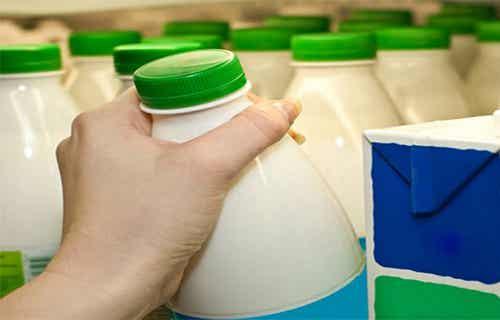 Estudio científico de Harvard recomienda a las personas dejar de tomar leche baja en grasa