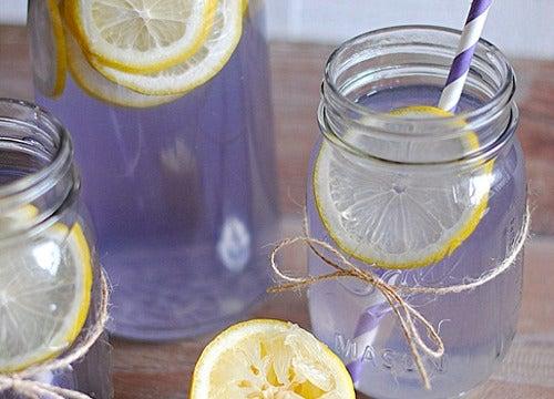 Limonada de lavanda para eliminar el dolor de cabeza y tratar la ansiedad