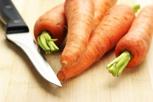 Carrots and knife
