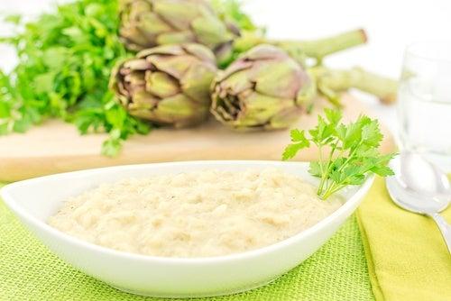 Arroz con crema de alcachofa