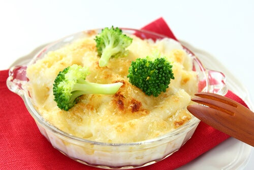 Brócoli con pollo y queso