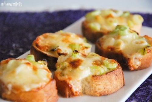canapes-con-queso-y-calabacin