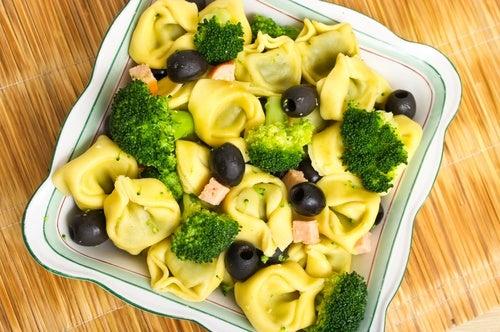 ensalada tortellini brocoli