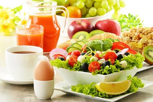 Prepara ensaladas que te ayuden a bajar de peso y te dejen satisfecho