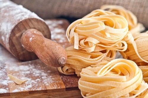 Espaguetis a la guitarra (pasta casera)