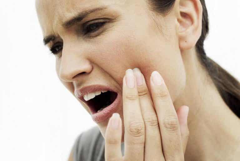 Los 8 mejores remedios caseros para reducir el dolor de muelas