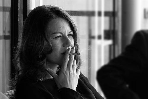 mujer fumando Tonino Donato