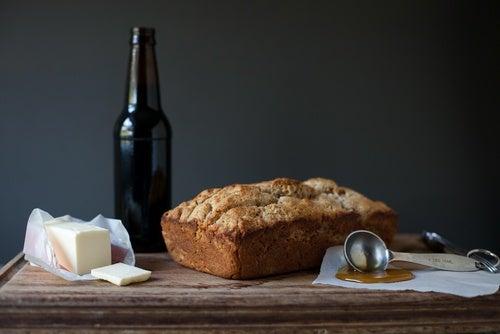 Pan de cerveza con bacon y queso