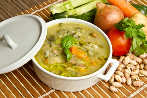 Sopa de col con carne