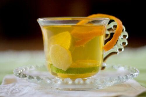 Té de jengibre con naranja y limón.