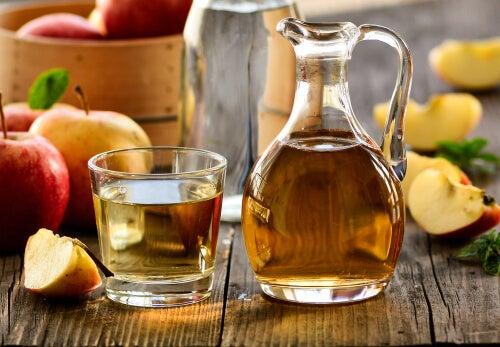 Aportes del agua con una cucharada de vinagre de manzana